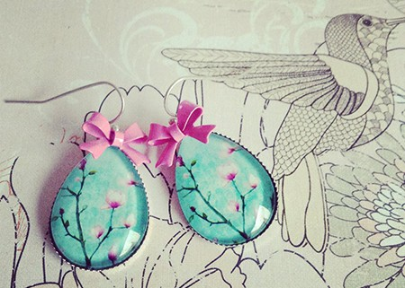Druppels met kersenbloesem en strikjes