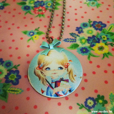 Fotomedaillon meisje aquablauw strikje