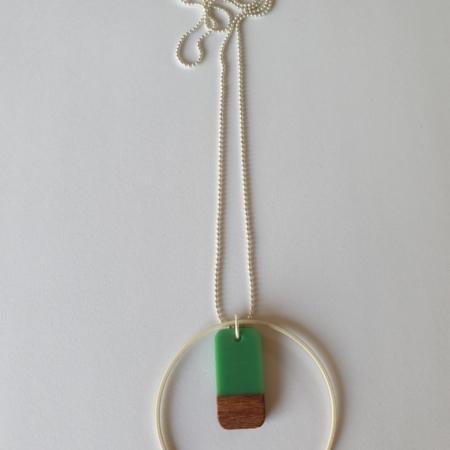 Halsketting met hars en hout - 002