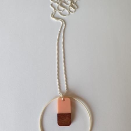 Halsketting met hars en hout - 003a