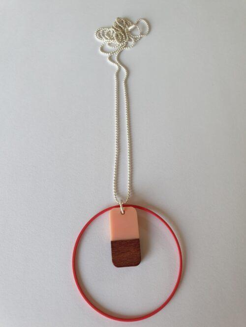 Halsketting met hars en hout - 005a