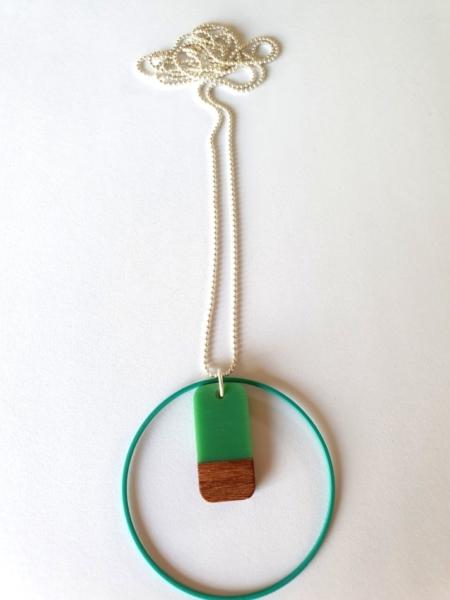 Halsketting met hars en hout - 007a