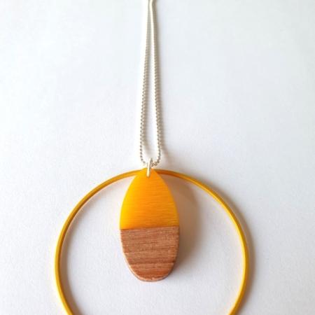 Halsketting met hars en hout - 004a