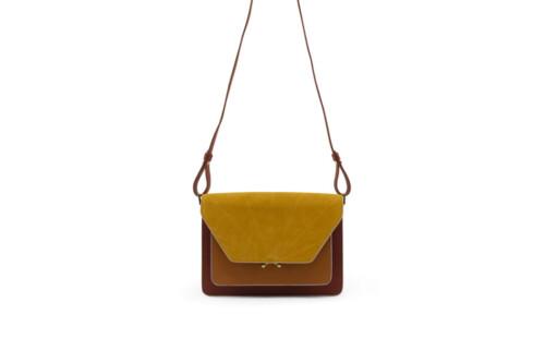 Handtas - Sticky Sis Club - Brick red + sunset orange + honey gold - front - hanging